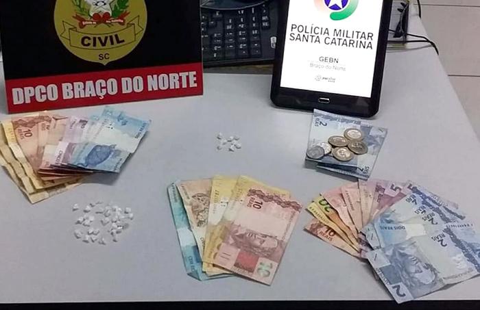 Jovens presas por tráfico de drogas